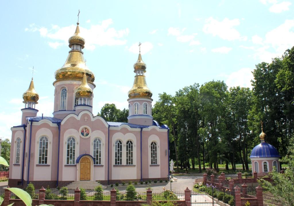 Головна | Храм святих первоверховних апостолів Петра і Павла м. Рівне